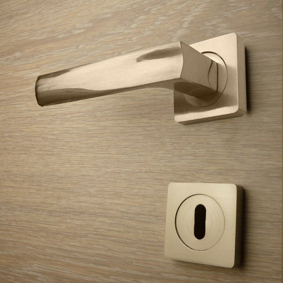 Door handle, Zinc base + Alu. Handle AH010