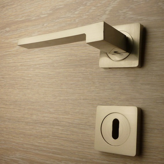 Door handle, Zinc base + Alu. Handle AH013