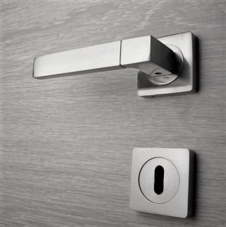 Door handle, Zinc base + Alu. Handle AH012