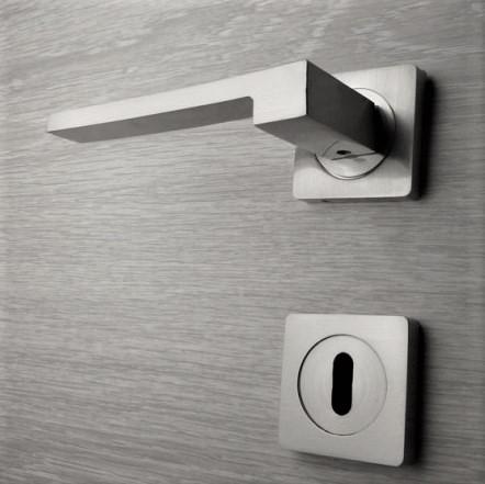 Door handle, Zinc base + Alu. Handle AH013